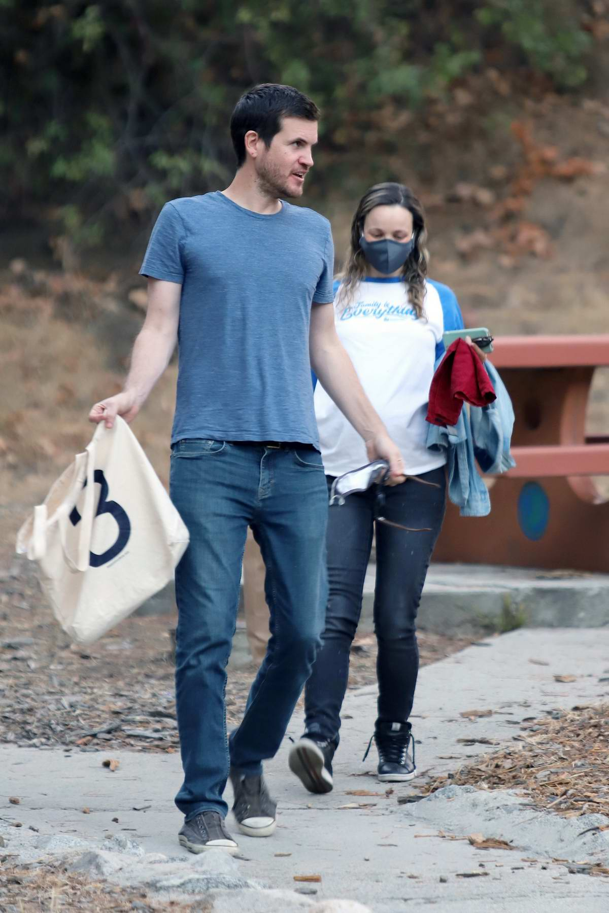 Rachel McAdams shows her growing baby bump while out to a park with boyfriend Jamie Linden in Los Angeles