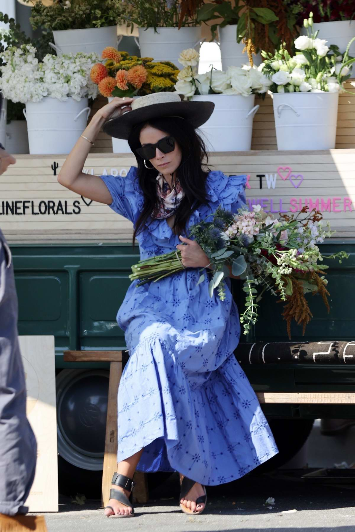 Abigail Spencer sets up her pop-up floral company at the farmer's market in Montecito, California