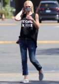 Gwen Stefani spotted wearing a fancy mask as she goes grocery shopping with her sons in Encino, California