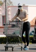 Jennifer Garner keeps it casual as she goes for some grocery shopping in Pacific Palisades, California