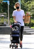 Kaley Cuoco steps out to pick up lunch with her sister Briana in Manhattan's Hudson River Park, New York City
