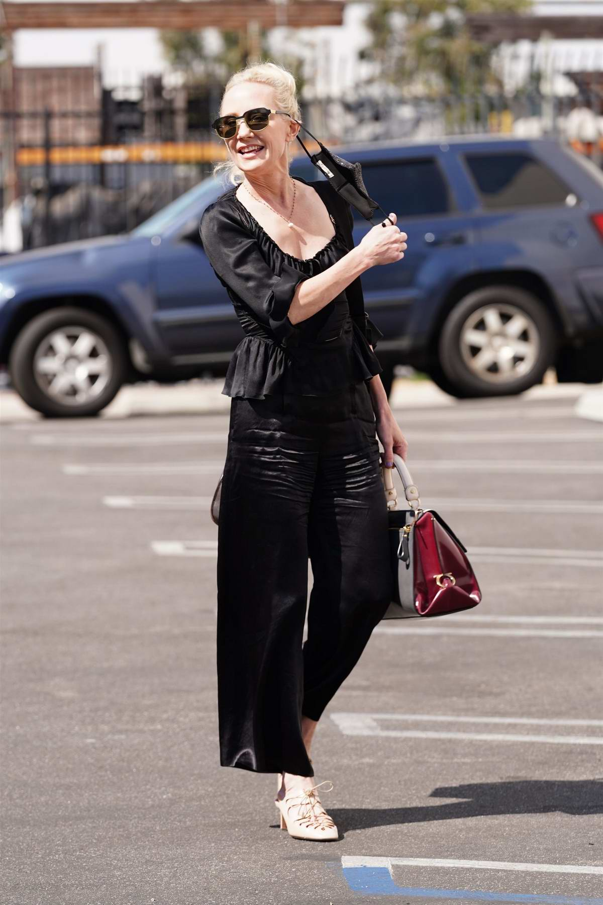 Anne Heche dons all black as she arrives at the DWTS studio in Los Angeles