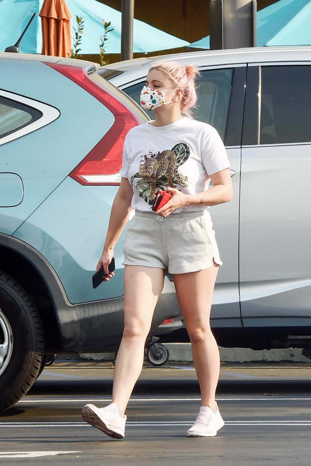 Ariel Winter grabs a box from Milkfarm cheese shop before doing some grocery shopping at Gelson's in Los Angeles