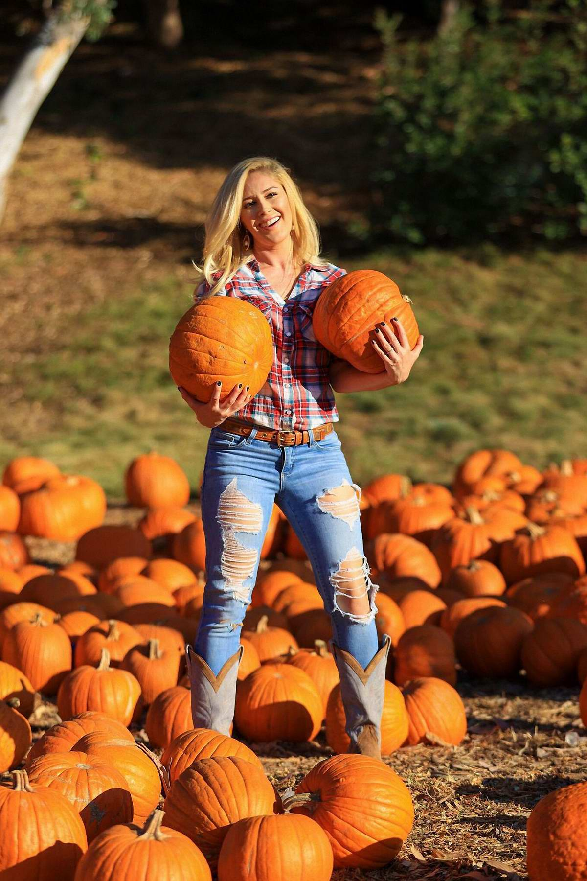 Heidi Montag picks up pumpkins for Halloween from a local pumpkin patch in Los Angeles