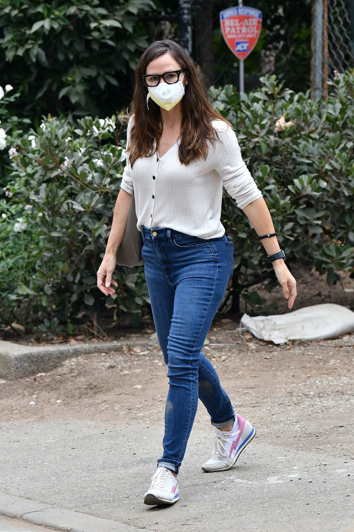 Jennifer Garner check on the construction of her new property in Brentwood, California
