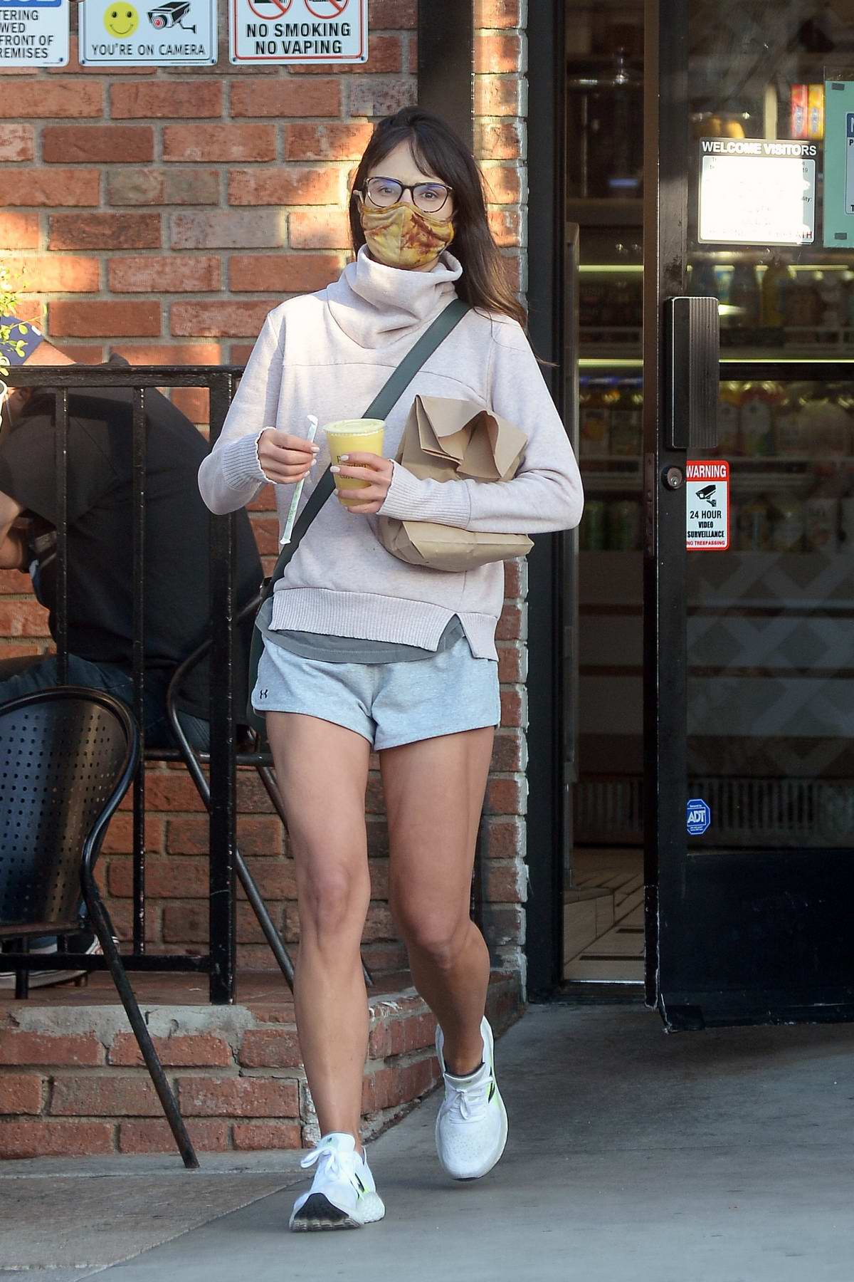 Jordana Brewster flashes her toned legs in shorts while out to pick some snacks in Los Angeles