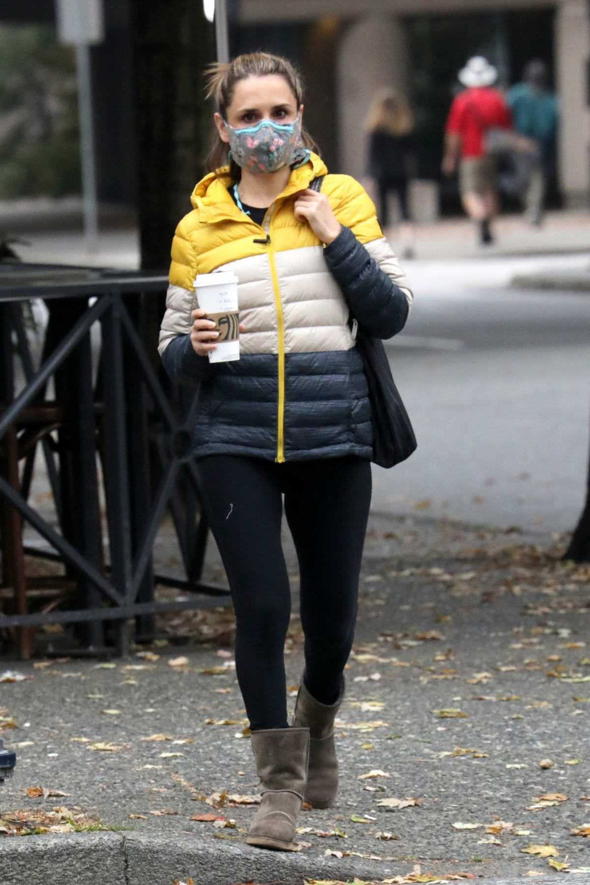 Rachael Leigh Cook celebrates her 41st birthday with a Starbucks and a walk on a cool fall day in Vancouver, Canada