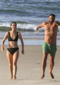 Rose Byrne looks great in a black bikini while enjoying a beach day with Bobby Cannavale in Byron Bay, Australia