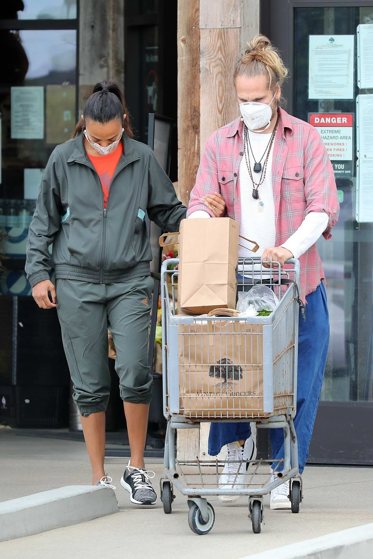 Zoe Saldana stock up some groceries for the weekend with husband Marco Perego in Malibu, California