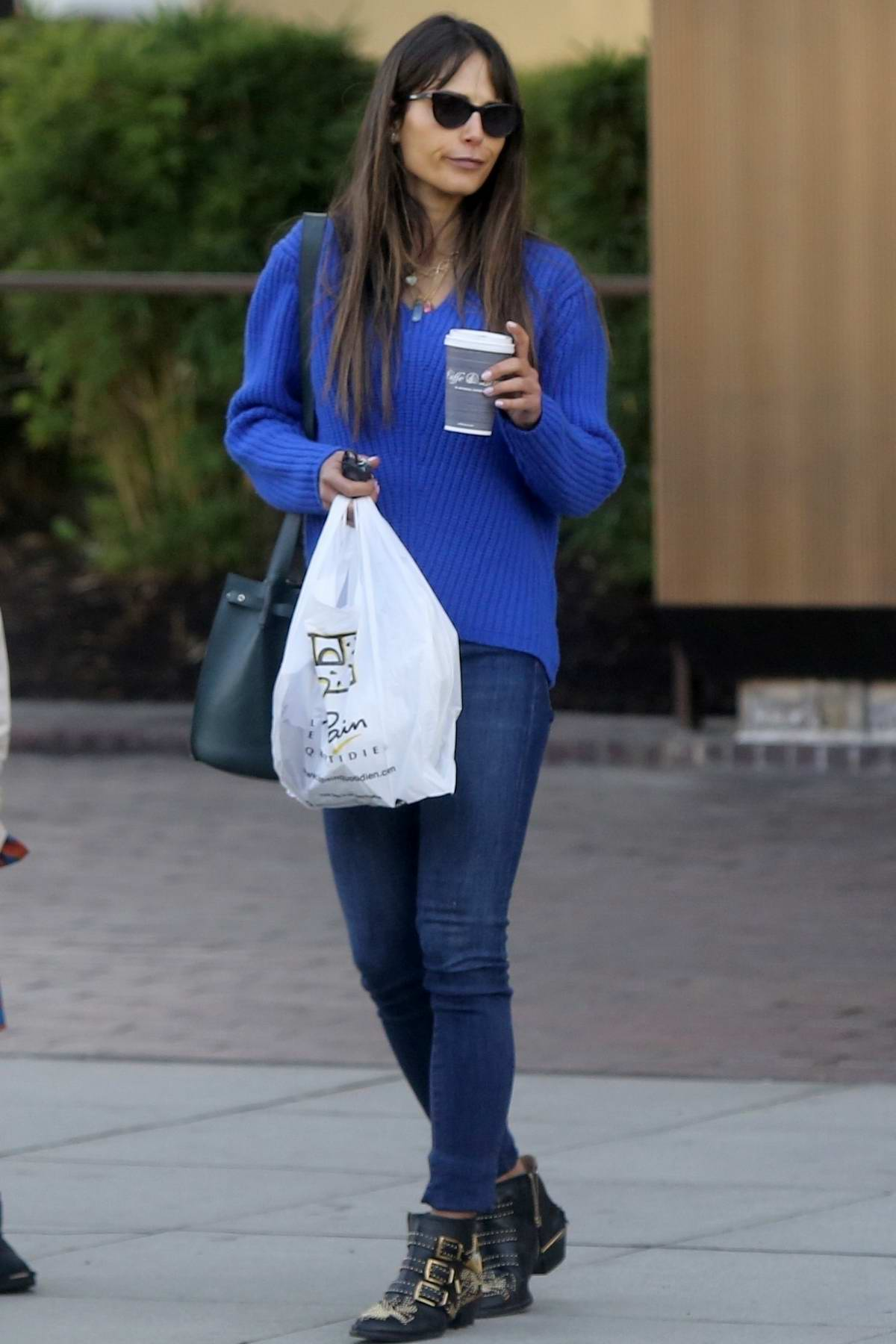Jordana Brewster meets up with her mother for lunch at Le Pain Quotidien in Beverly Hills, California