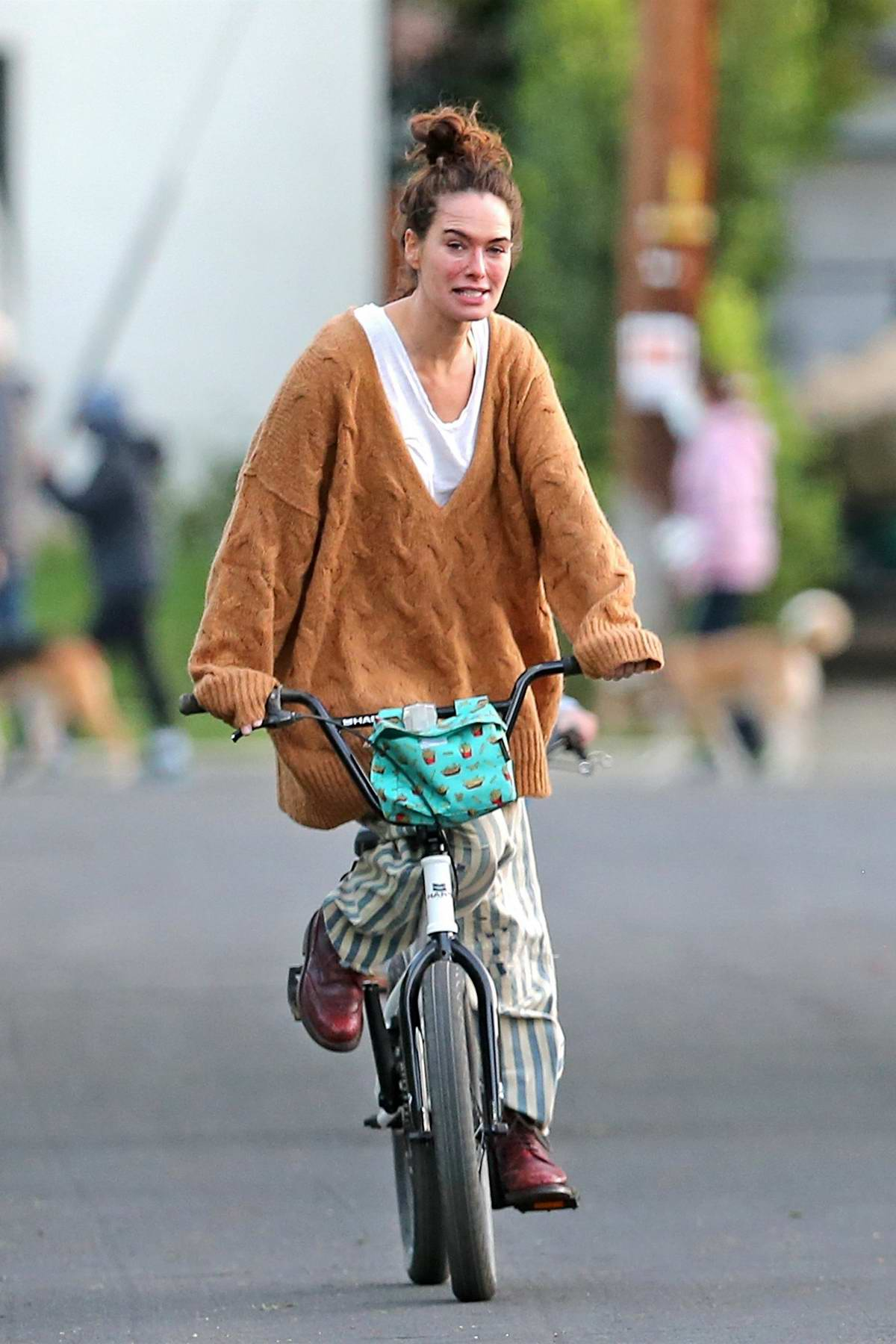 Lena Headey is all smiles riding a bicycle around the neighborhood in Los Angeles