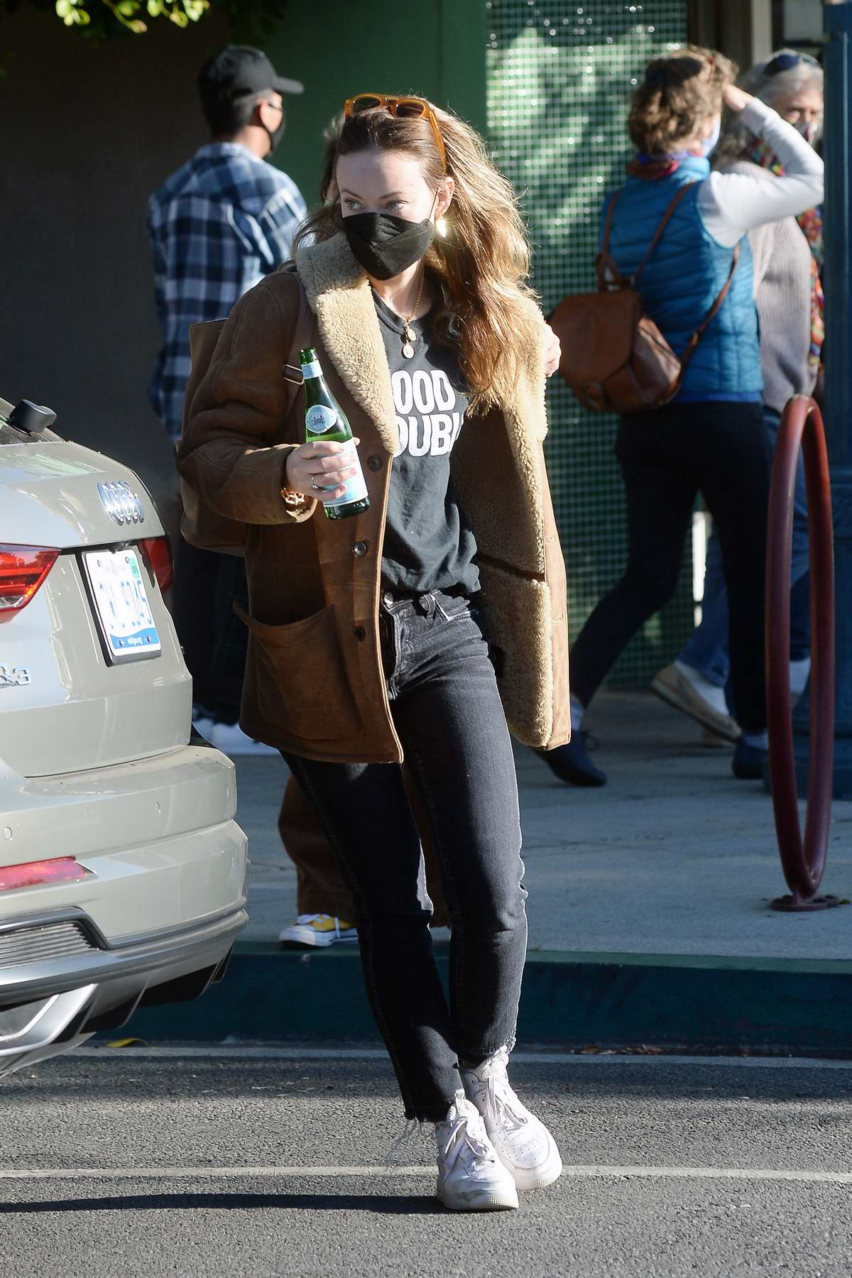 Olivia Wilde makes a stop to pick up a guitar on Black Friday in Los Angeles