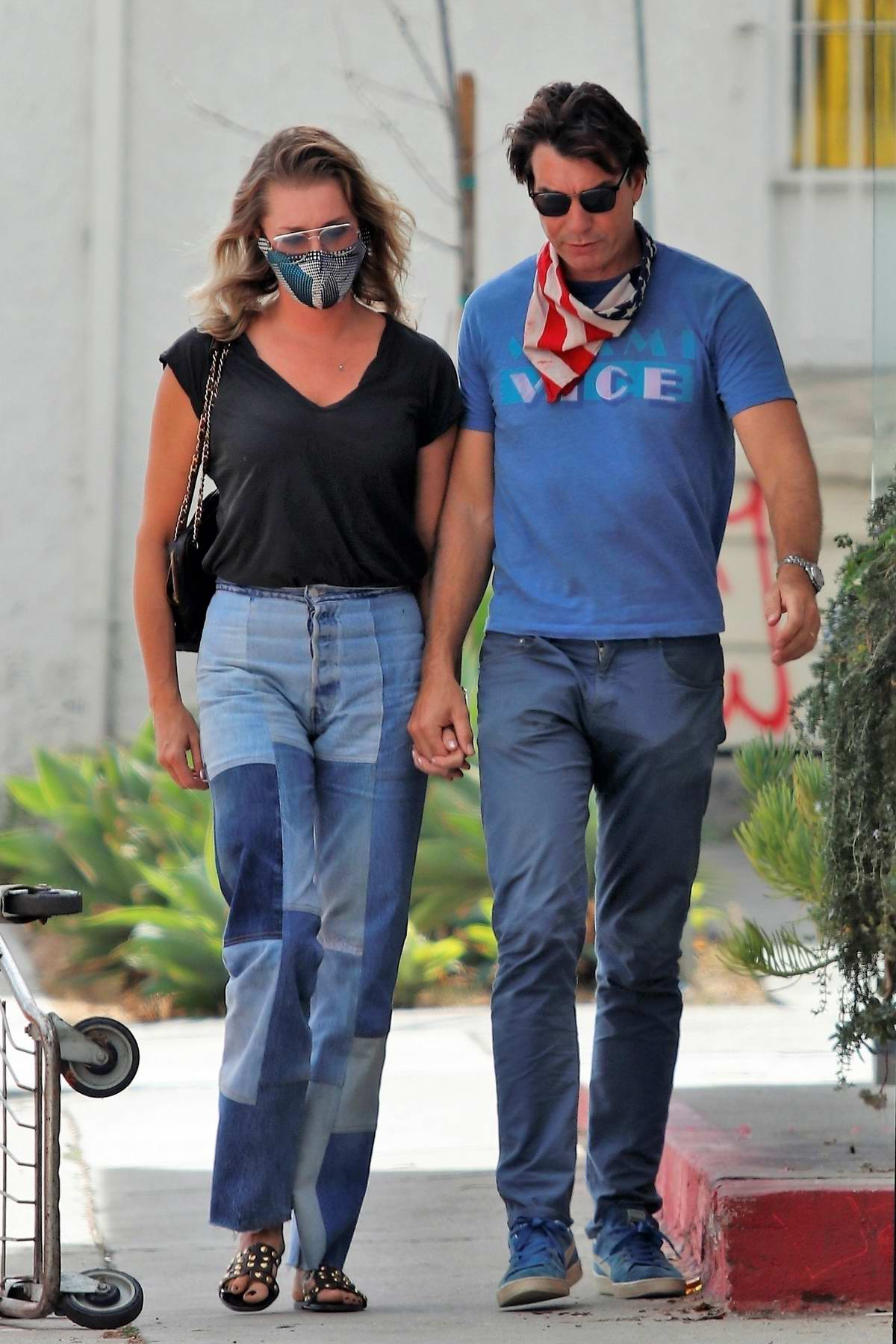 Rebecca Romijn and Jerry O'Connel step out for a lunch date in Los Angeles