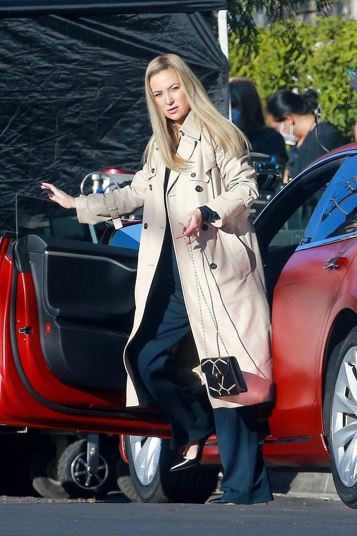 Kate Hudson continues filming scenes for 'Truth Be Told' in Los Angeles