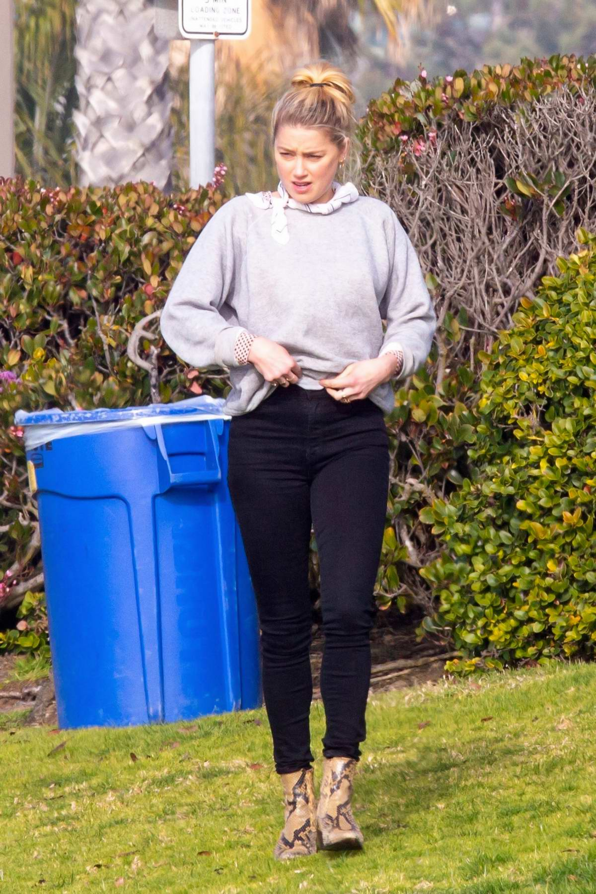 Amber Heard have a picnic with girlfriend Bianca Butti before grabbing coffee and wine in San Diego, California