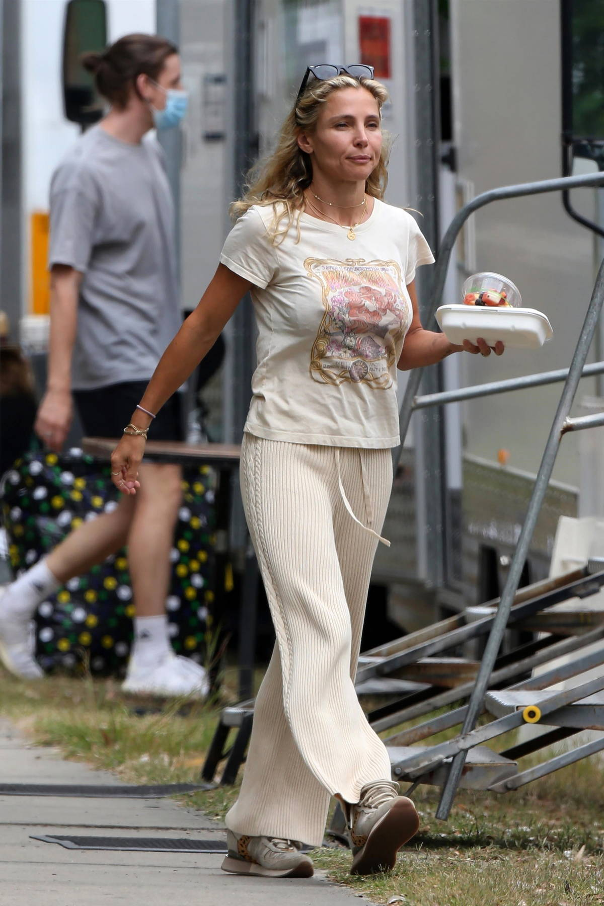 Elsa Pataky spotted carrying a salad bowl while on the set of 'Carmen' in Sydney, Australia
