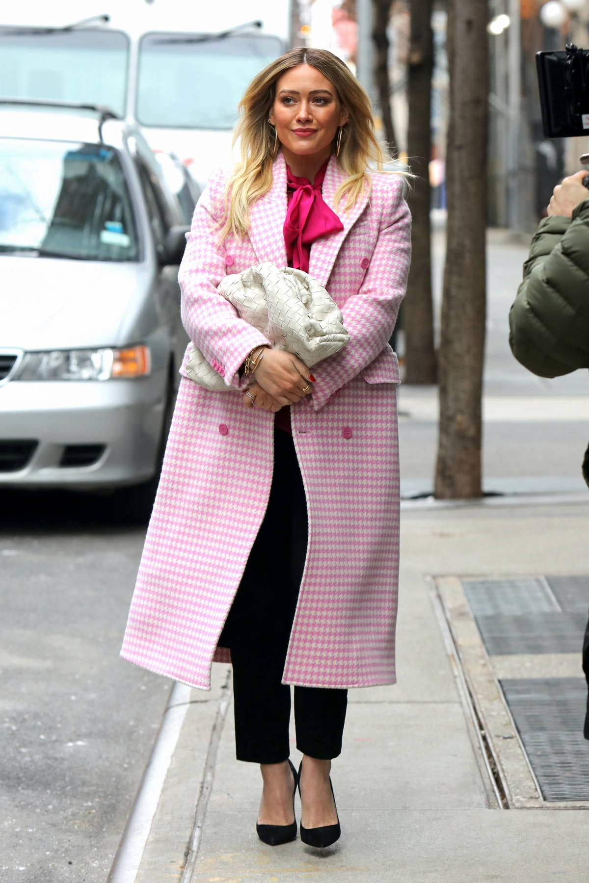 Hilary Duff looks pretty in pink while filming scenes for 'Younger' in Manhattan, New York City