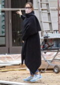 Jennifer Garner stops by to check on the progress of her new house in Brentwood, California