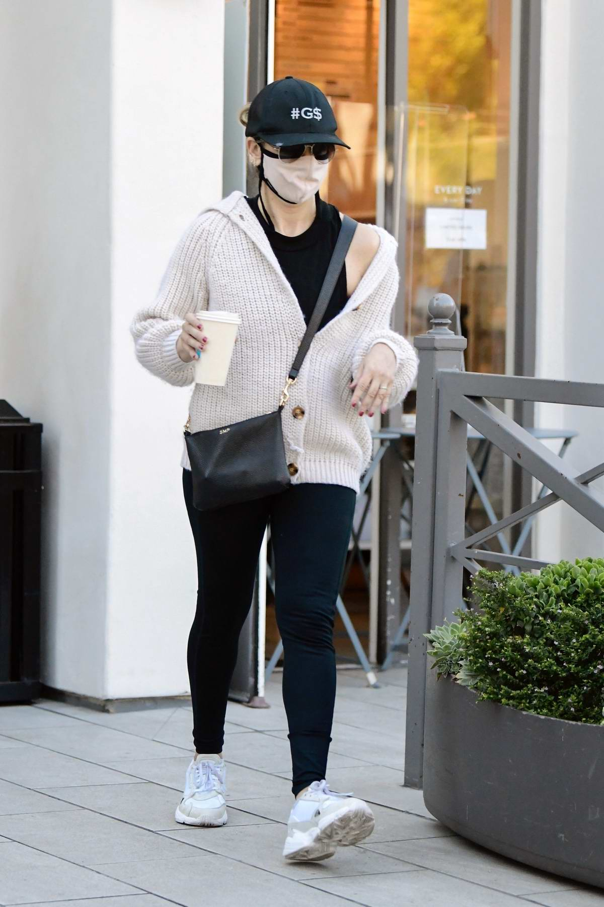 Sarah Michelle Gellar finishes her workout and stops to get a coffee in Brentwood, California