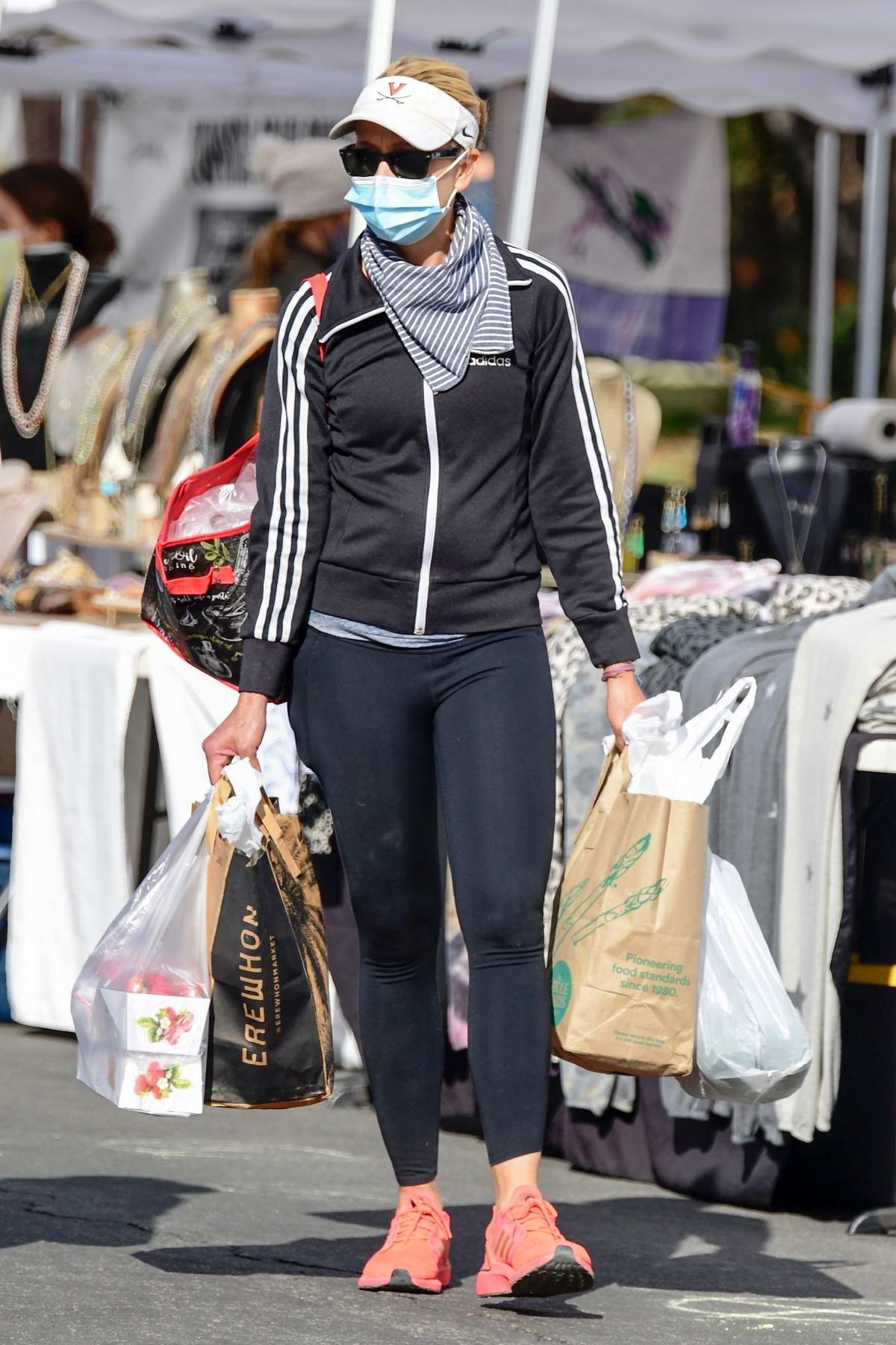 Sarah Michelle Gellar hits the farmers market with a friend in Brentwood, California