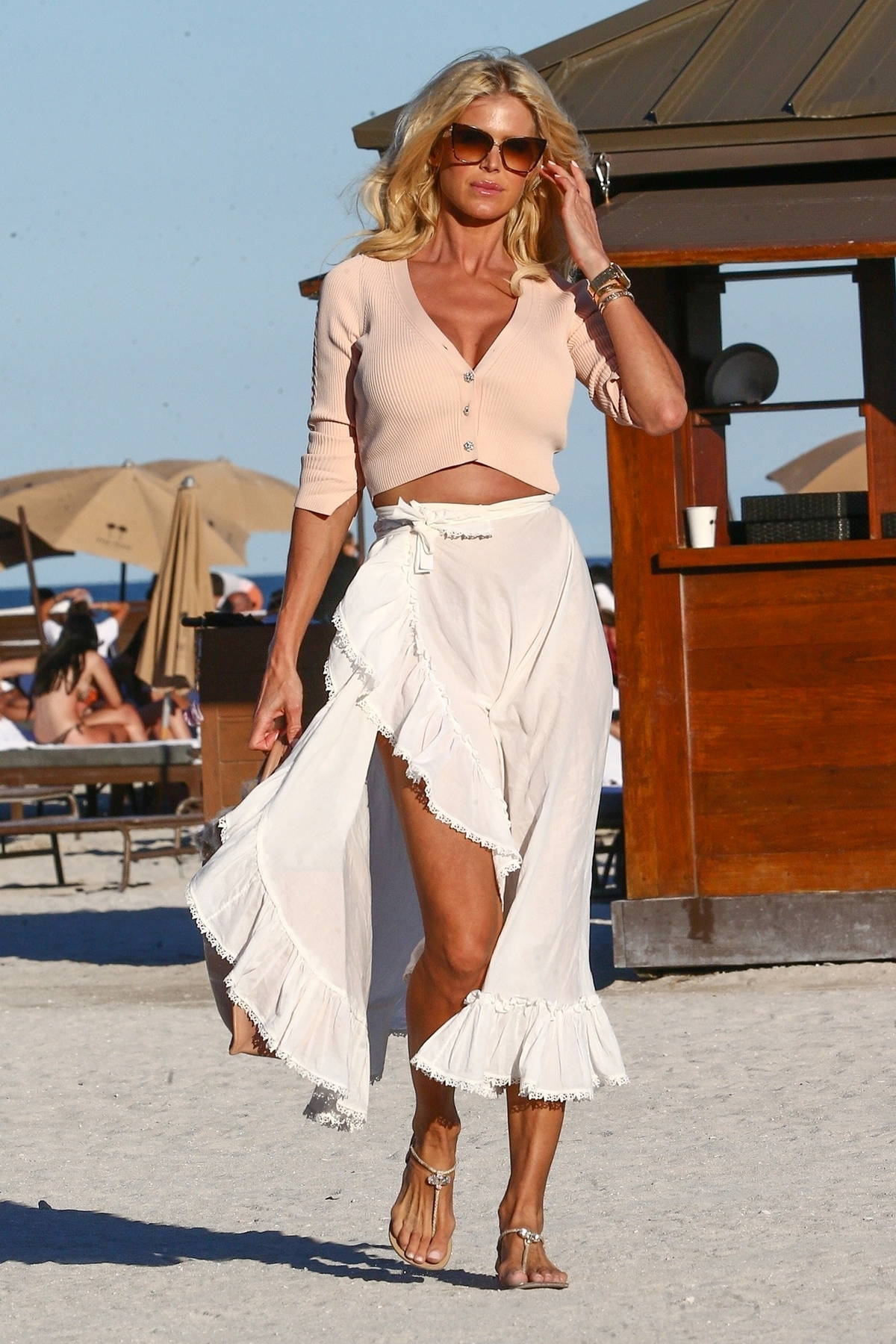 Victoria Silvstedt enjoys an afternoon soaking up the sun with friends in Miami, Florida