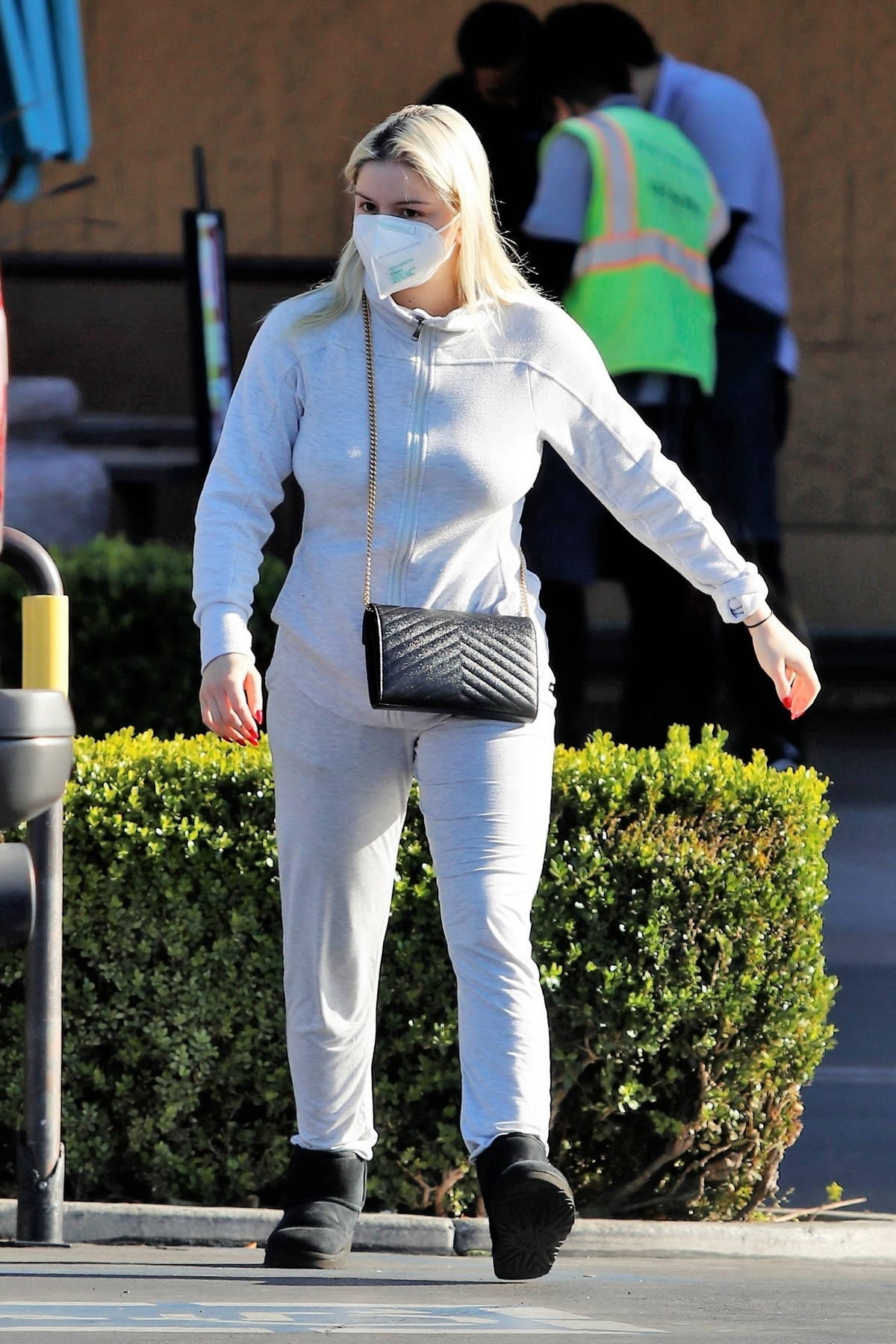 Ariel Winter looks cozy in a white sweatsuit as she stocks up on groceries at Gelson's in Los Angeles