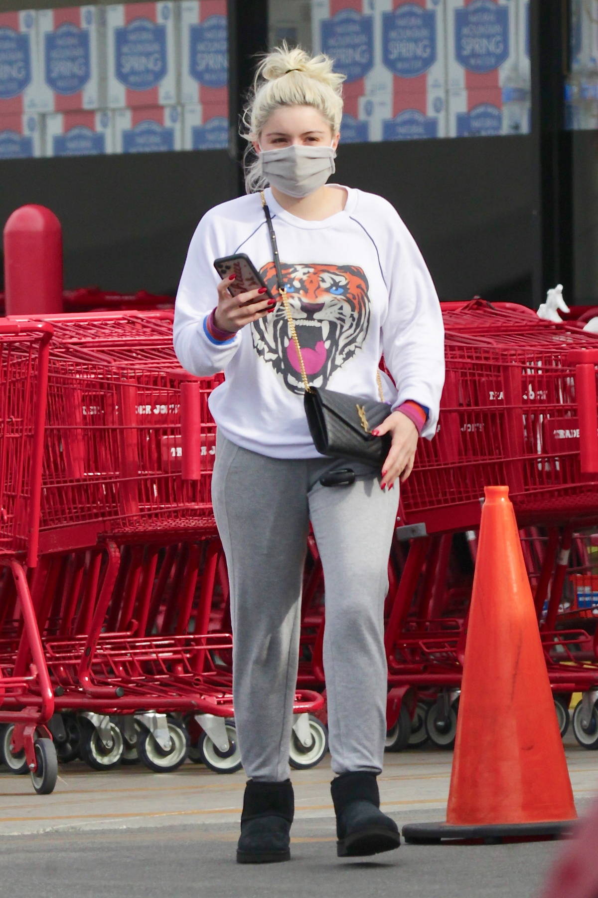Ariel Winter looks cozy in sweats while out shopping for groceries at Trader Joe's in Los Angeles