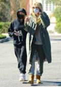 Heidi Klum makes a stop at the Starbucks while out with her daughter Leni Klum in Los Angeles