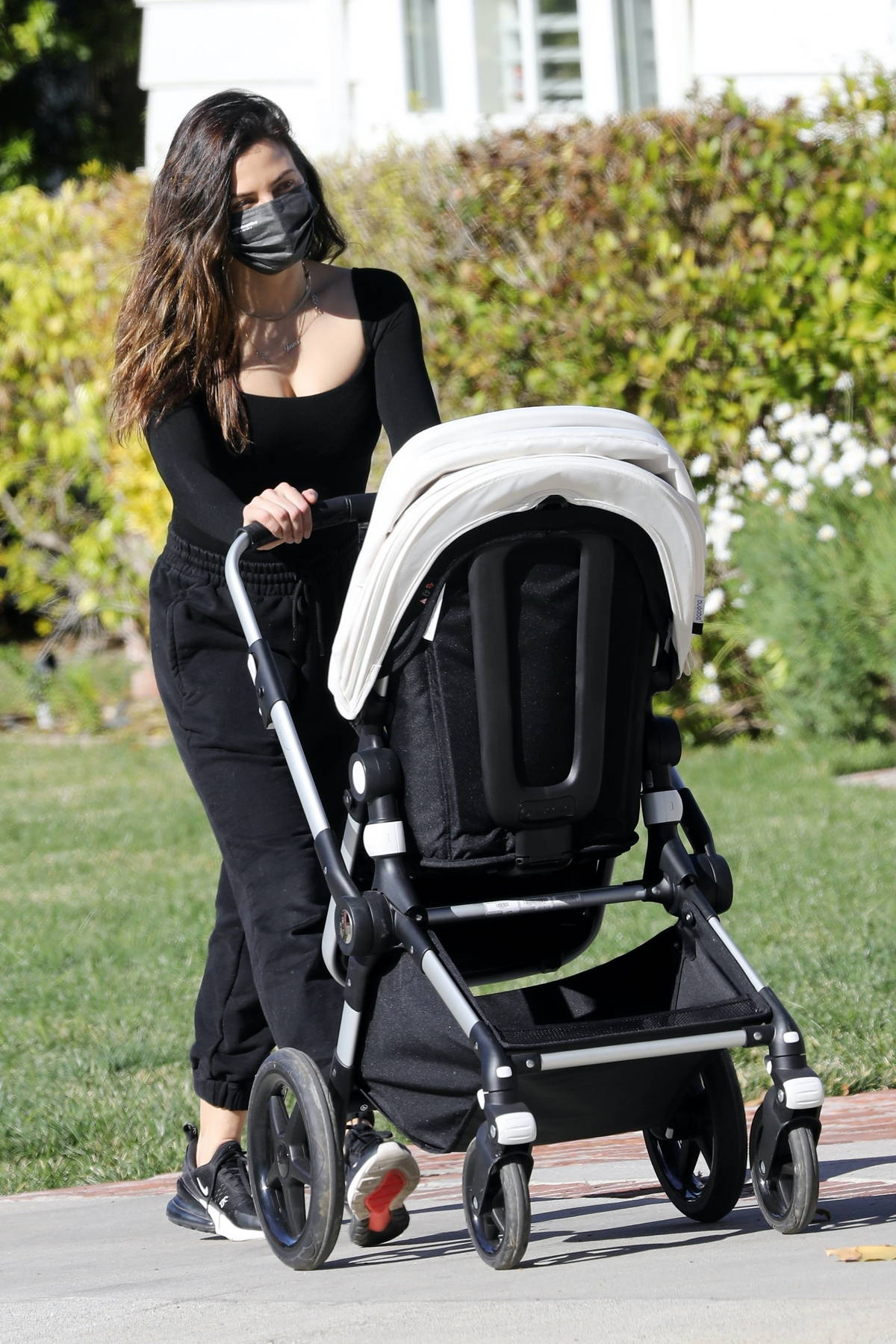 Jenna Dewan dons all-black as she steps out for a stroll with her son in Los Angeles