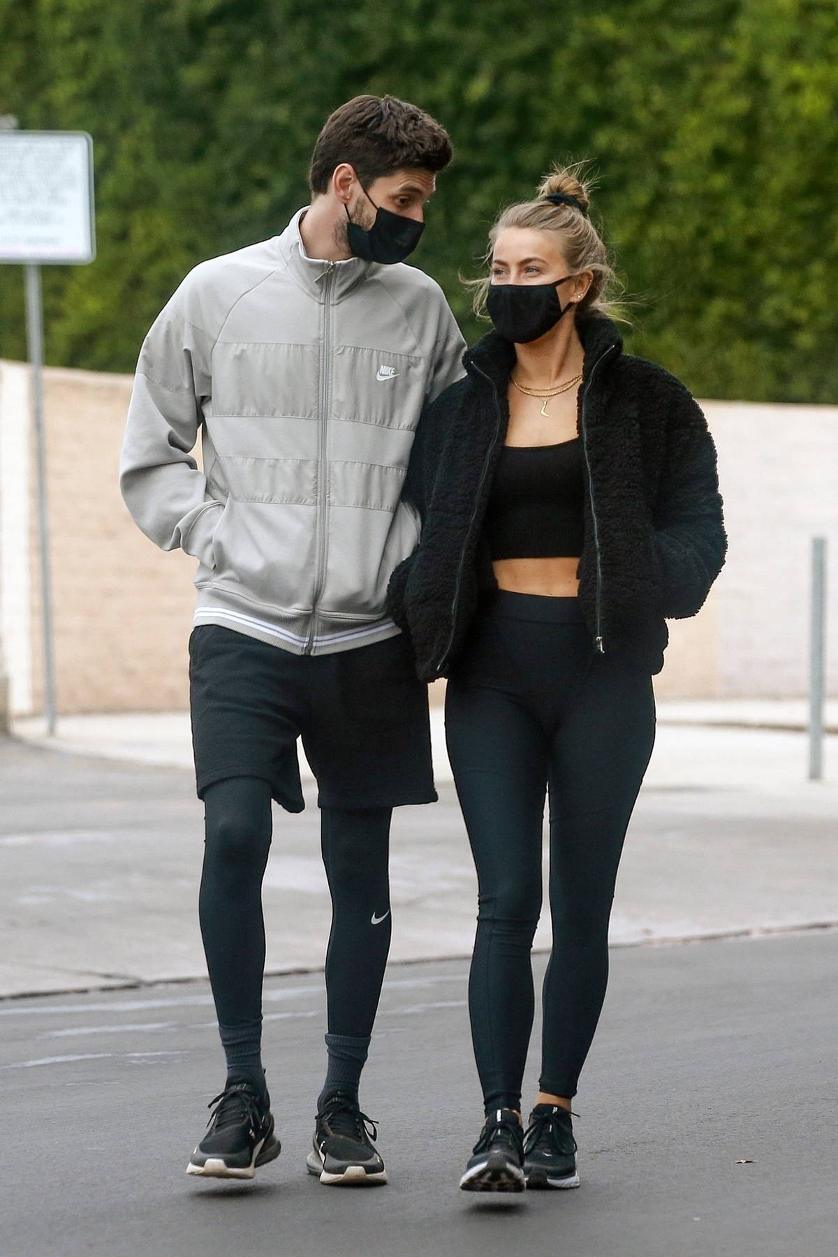 Julianne Hough looks smitten while out for ice cream with Ben Barnes at Salt & Straw in Los Angeles