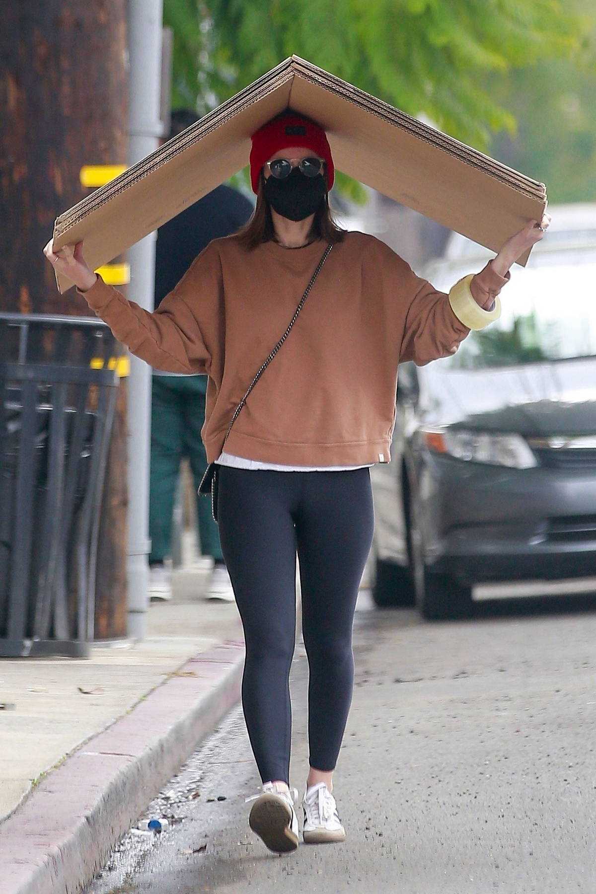 Kate Mara picks up some boxes from FedEx and drinks to go in Los Feliz, California