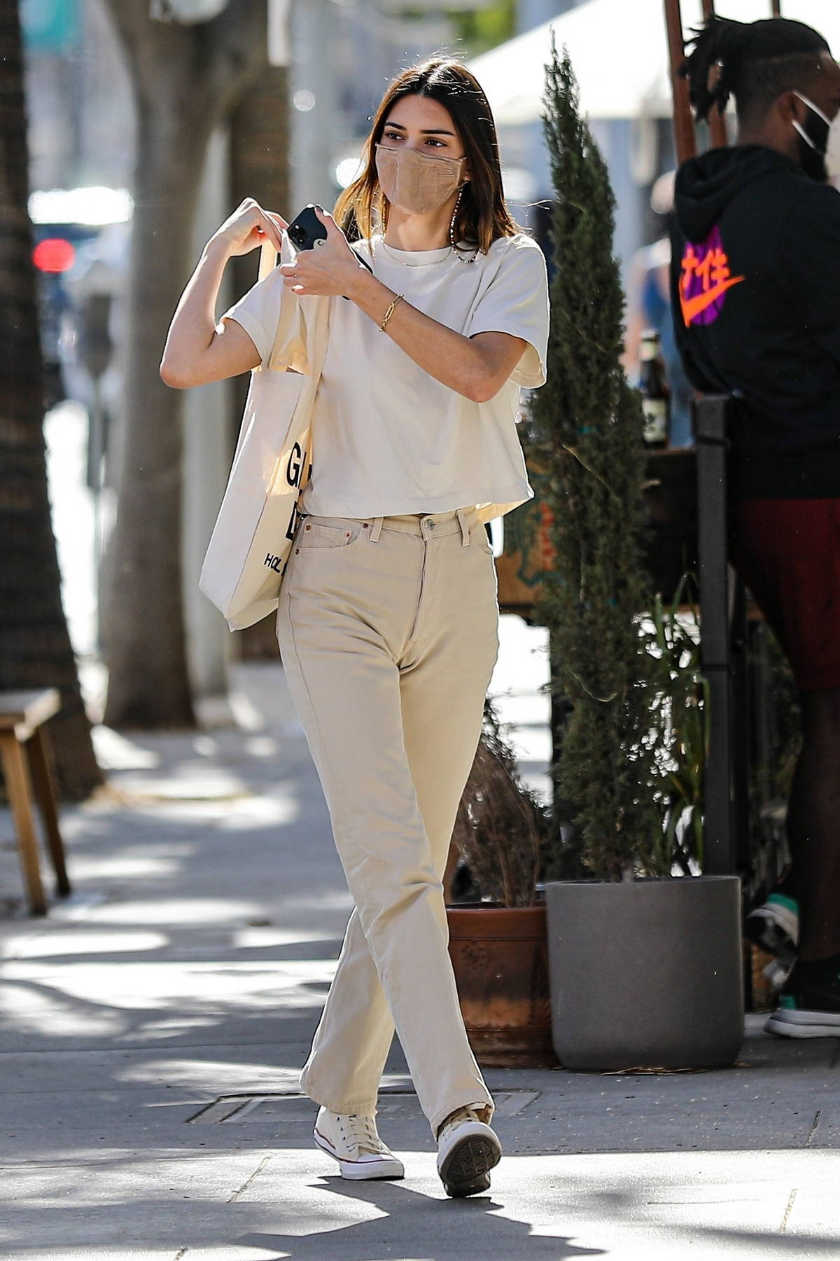 Kendall Jenner dons a white tee, off white jeans and converse for a lunch outing with friends in Beverly Hills, California