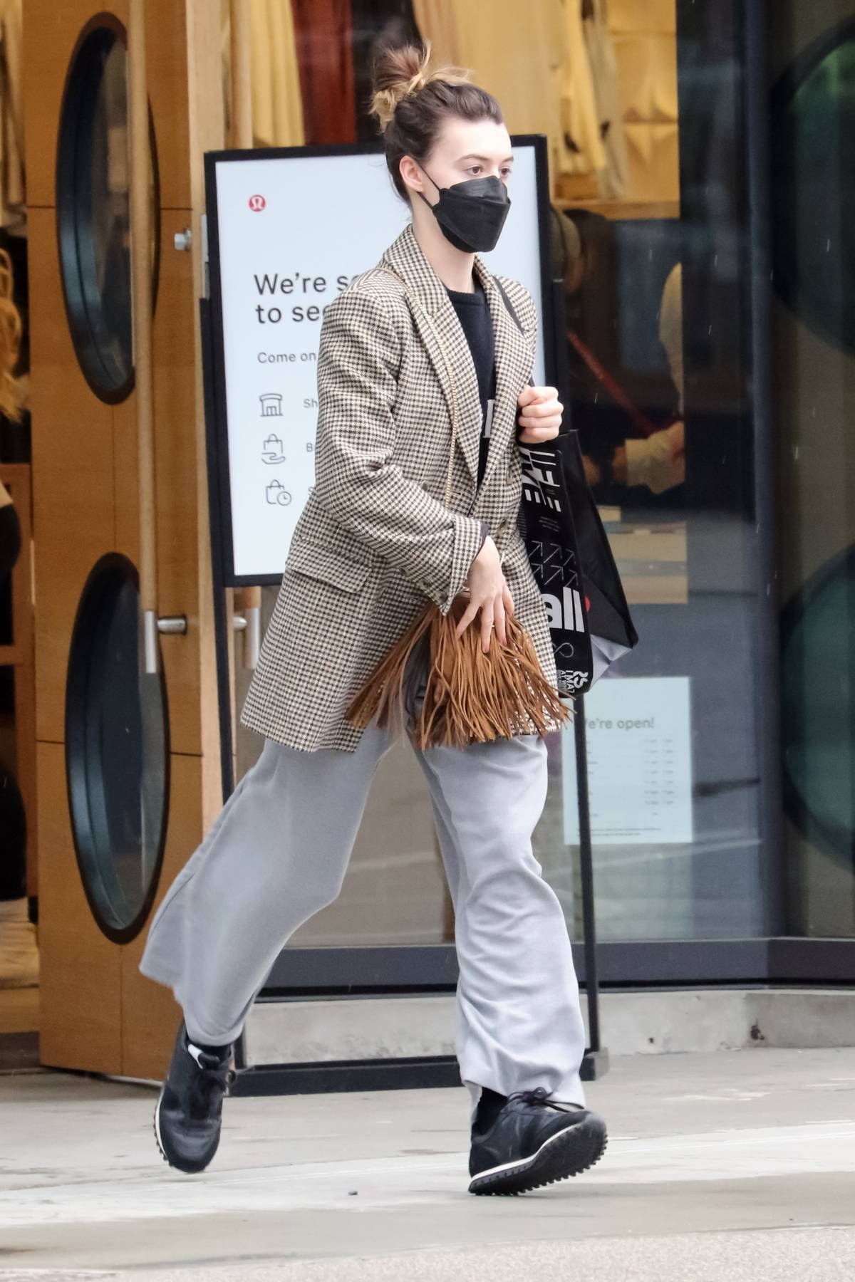 Daisy Edgar-Jones steps out for some shopping on her last weekend in Vancouver, Canada