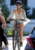 Elsa Pataky and Chris Hemsworth go out for a bike ride together in Sydney, Australia