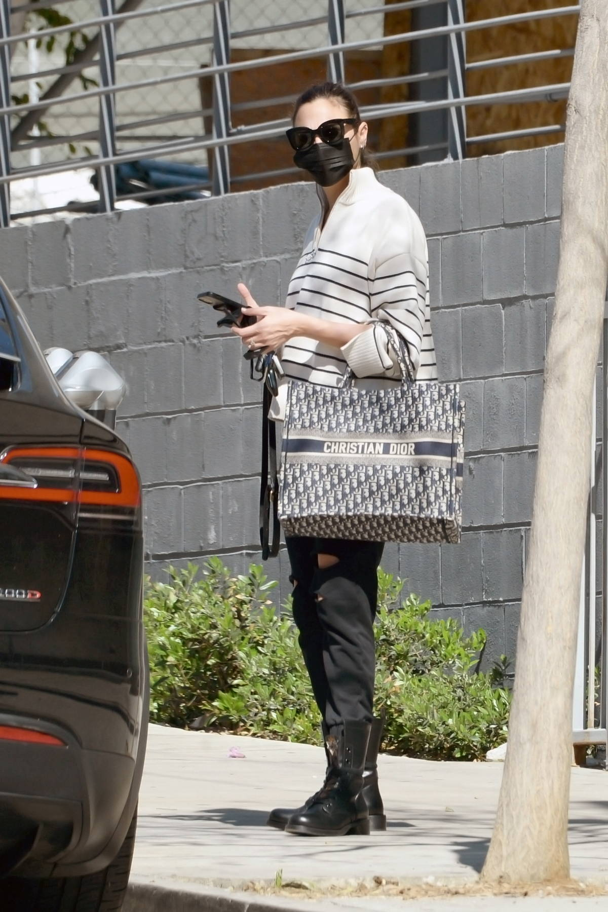 Gal Gadot seen for the first time since announcing her pregnancy as she visits a hair salon in Los Angeles