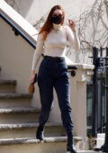 Gigi Hadid looks stylish in a skintight turtleneck and high-waisted jeans while enjoying the sun in Manhattan, New York City