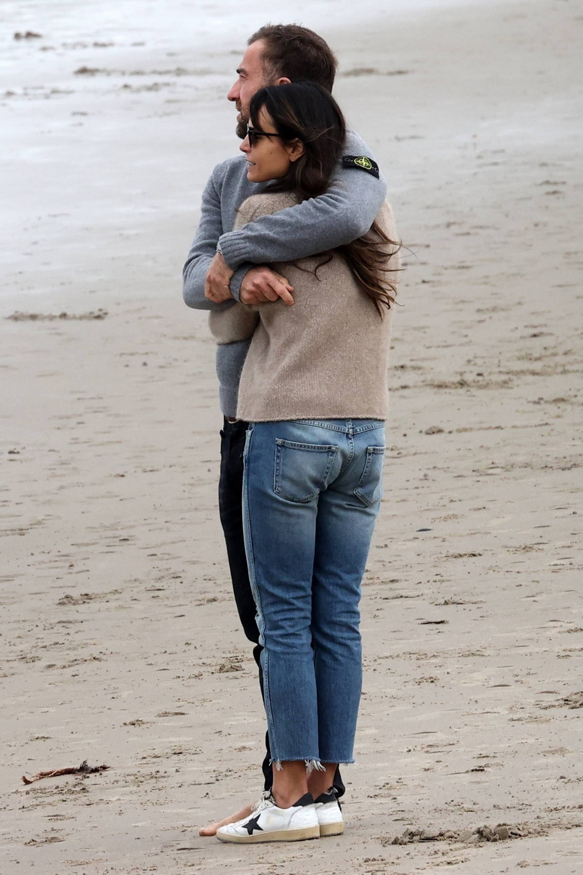 Jordana Brewster and Mason Morfit go on loved up walk on the beach in Santa Monica, California