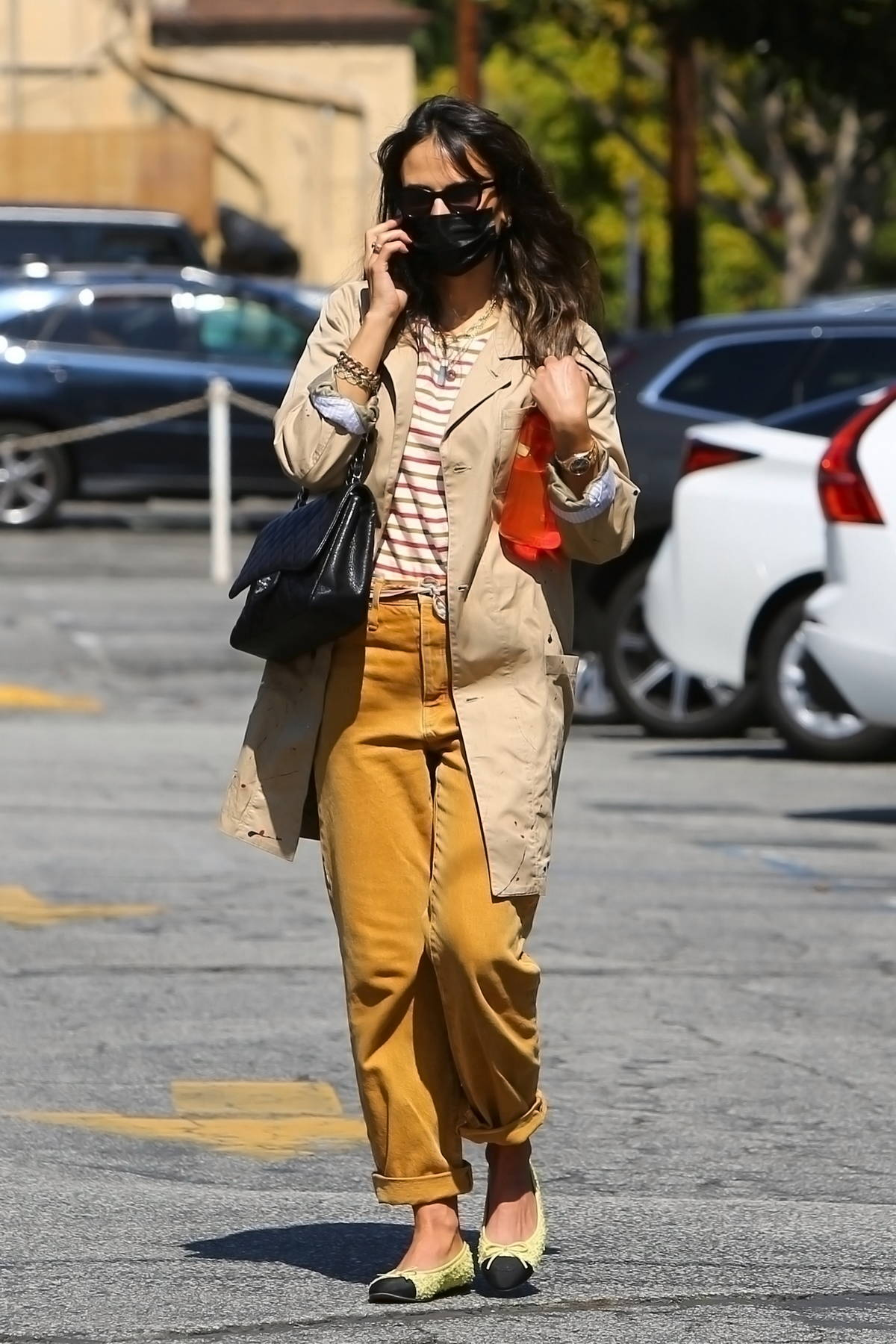 Jordana Brewster seen wearing yellow jeans while stopping by the Country Mart in Brentwood, California