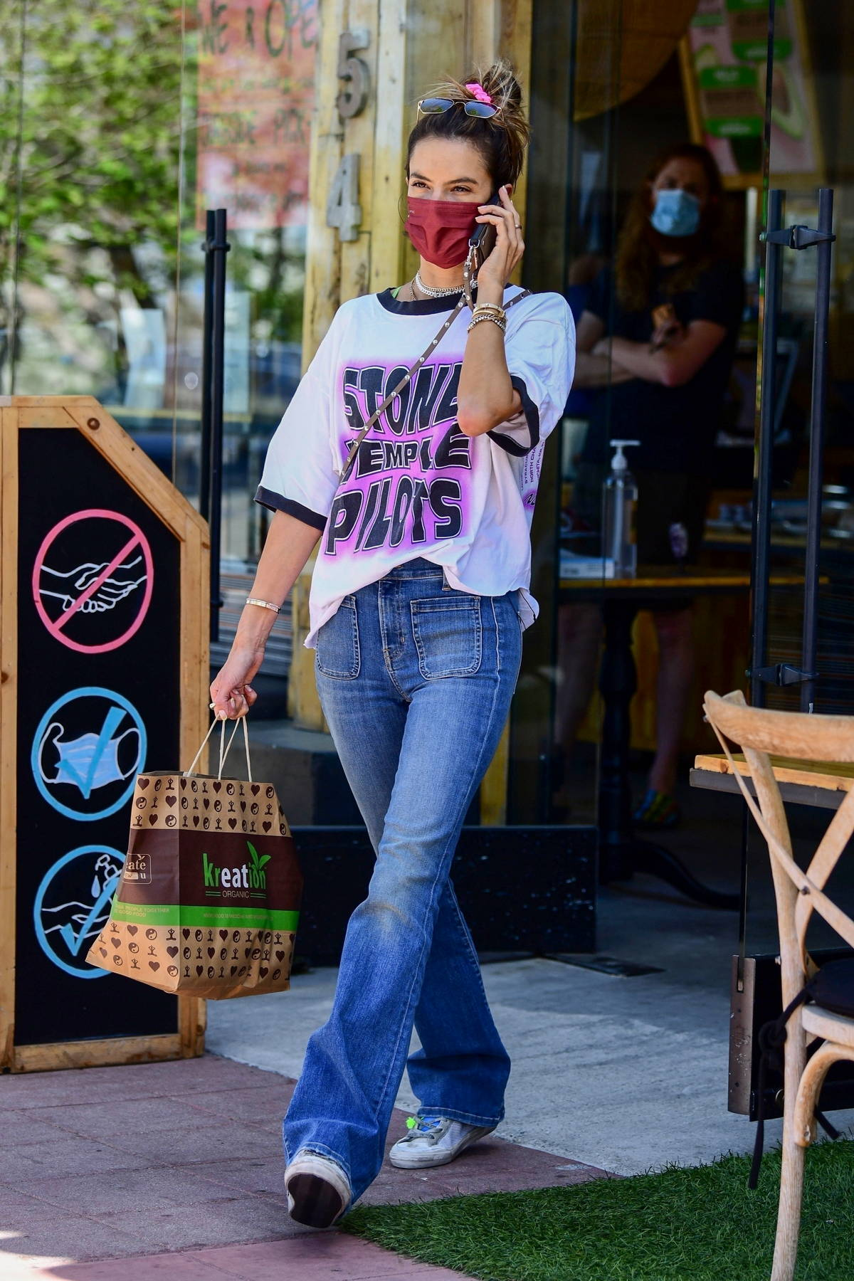 Alessandra Ambrosio picks up some food to-go and a smoothie from Kreation in Brentwood, California