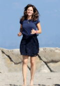 Jennifer Garner plays frisbee on the beach with a friend in Santa Monica, California