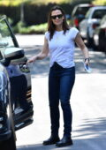 Jennifer Garner stops by to check on the construction of her new house in Brentwood, California