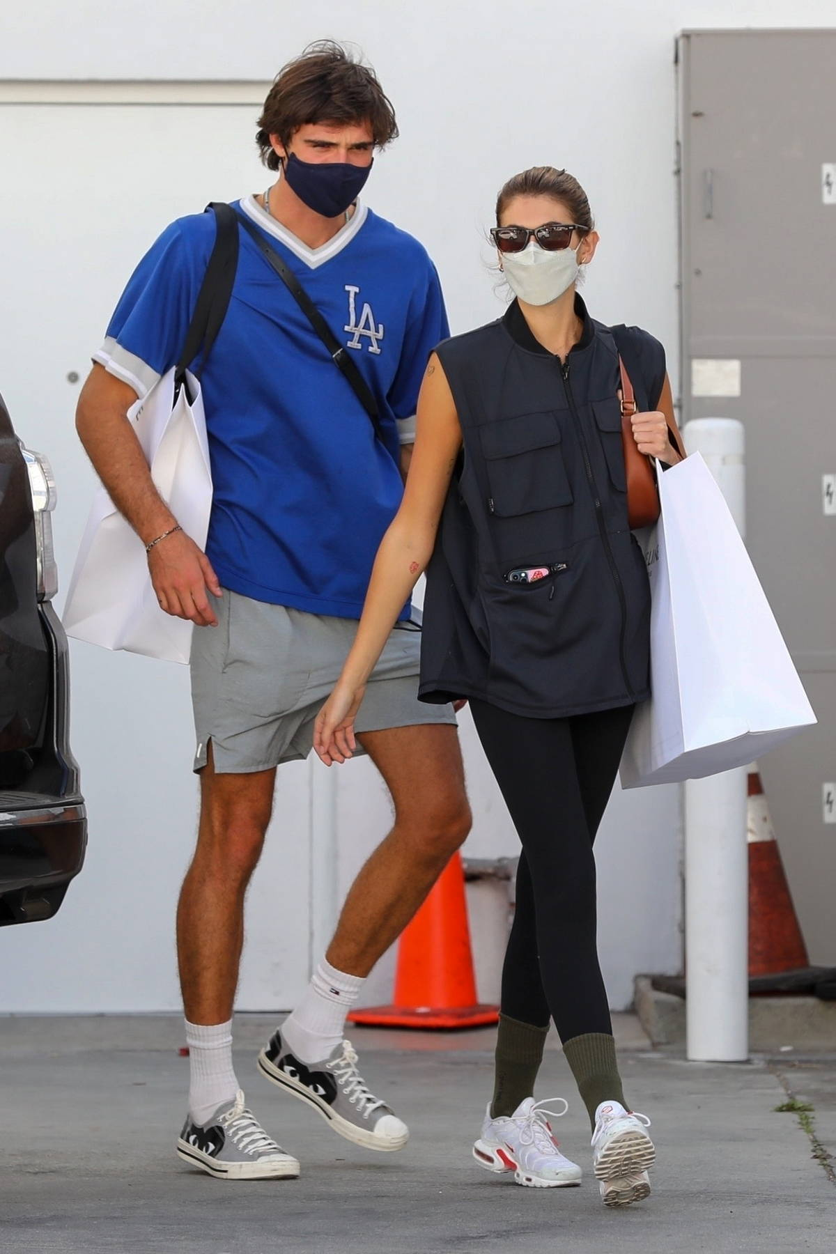 Kaia Gerber and Jacob Elordi return to their car after shopping at Celine in Beverly Hills, California