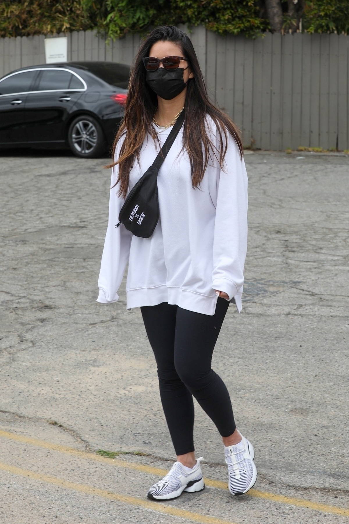 Olivia Munn signs a few autograph as she leaves the gym in West Hollywood, California
