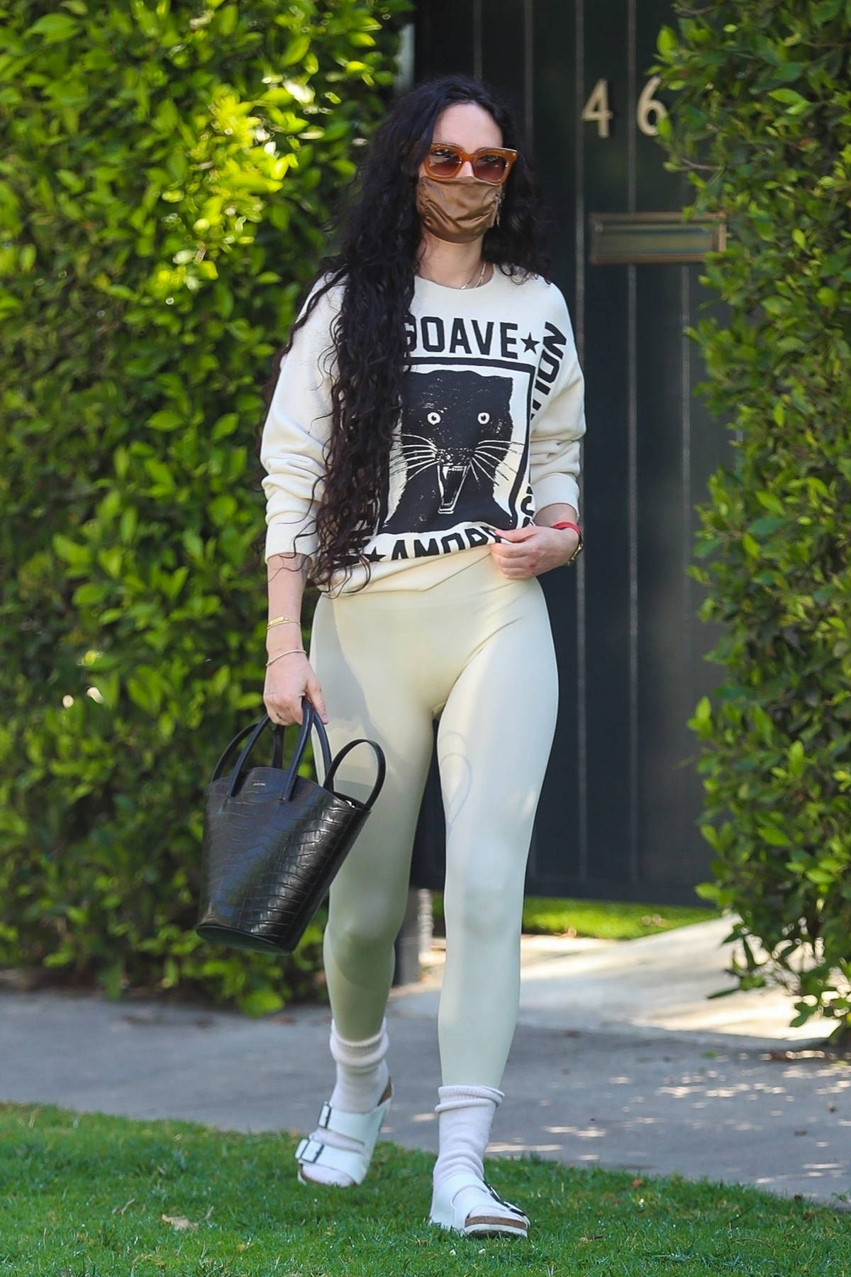 Rumer Willis displays her toned physique in a sweatshirt and leggings while leaving a Pilates class in West Hollywood, California