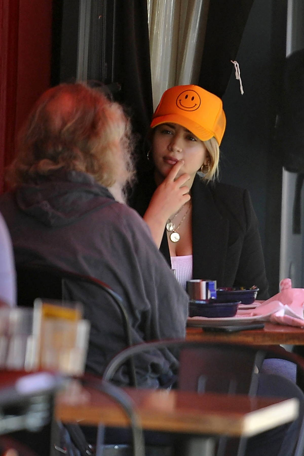 Caylee Cowan seen having lunch with director Tony Kaye at Birds Of Hollywood in Los Angeles