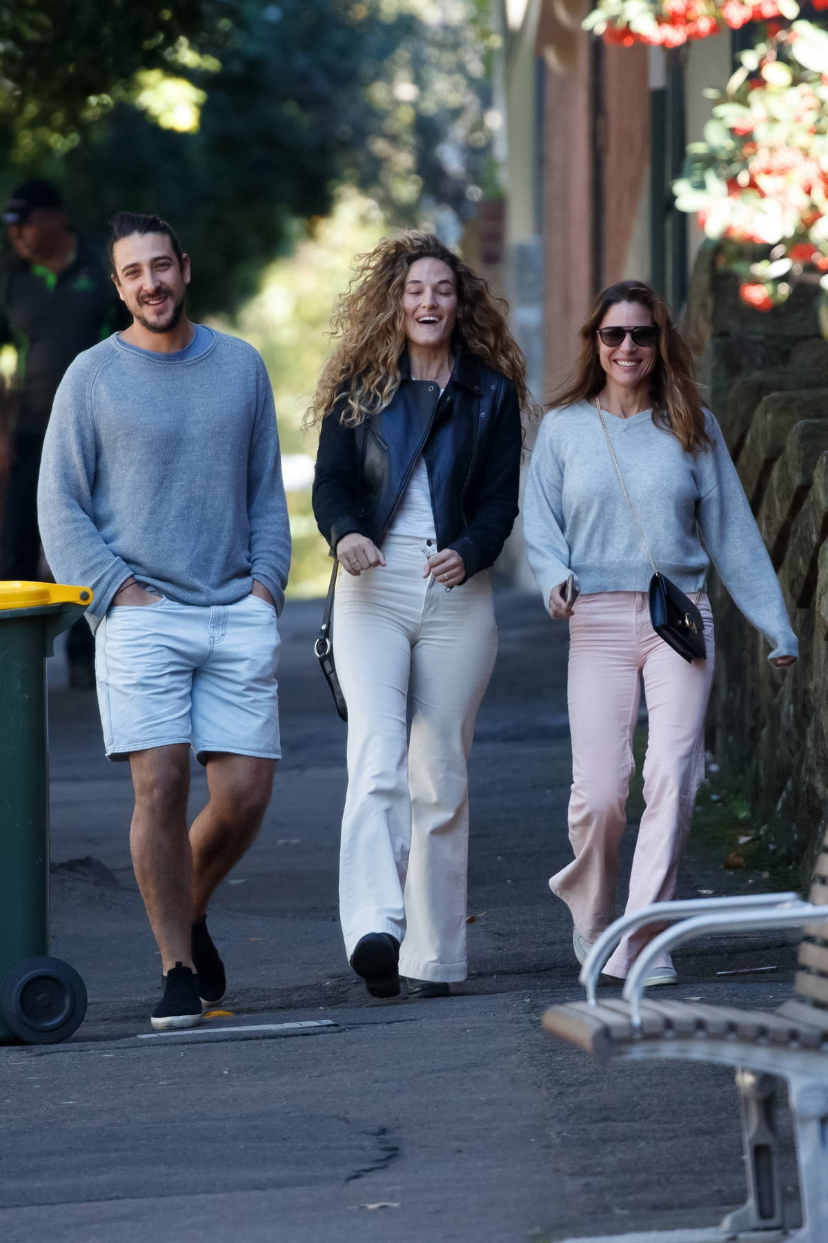 Elsa Pataky takes a walk with her brother Cristian Prieto and sister-in-law in Sydney, Australia
