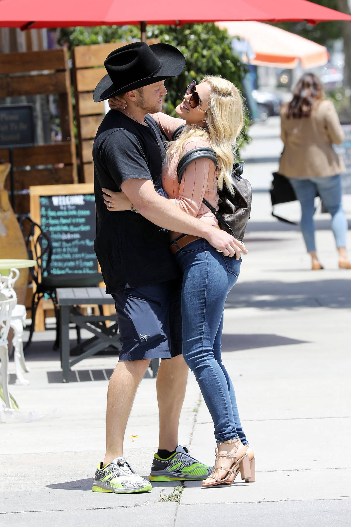 Heidi Montag and Spencer Pratt pack on the PDA while out for lunch at Don Antonio's Restaurant in Los Angeles