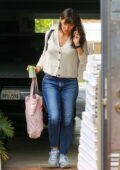 Jennifer Garner seen chatting on her phone while arriving at her office carrying a Tote Bag in Brentwood, California