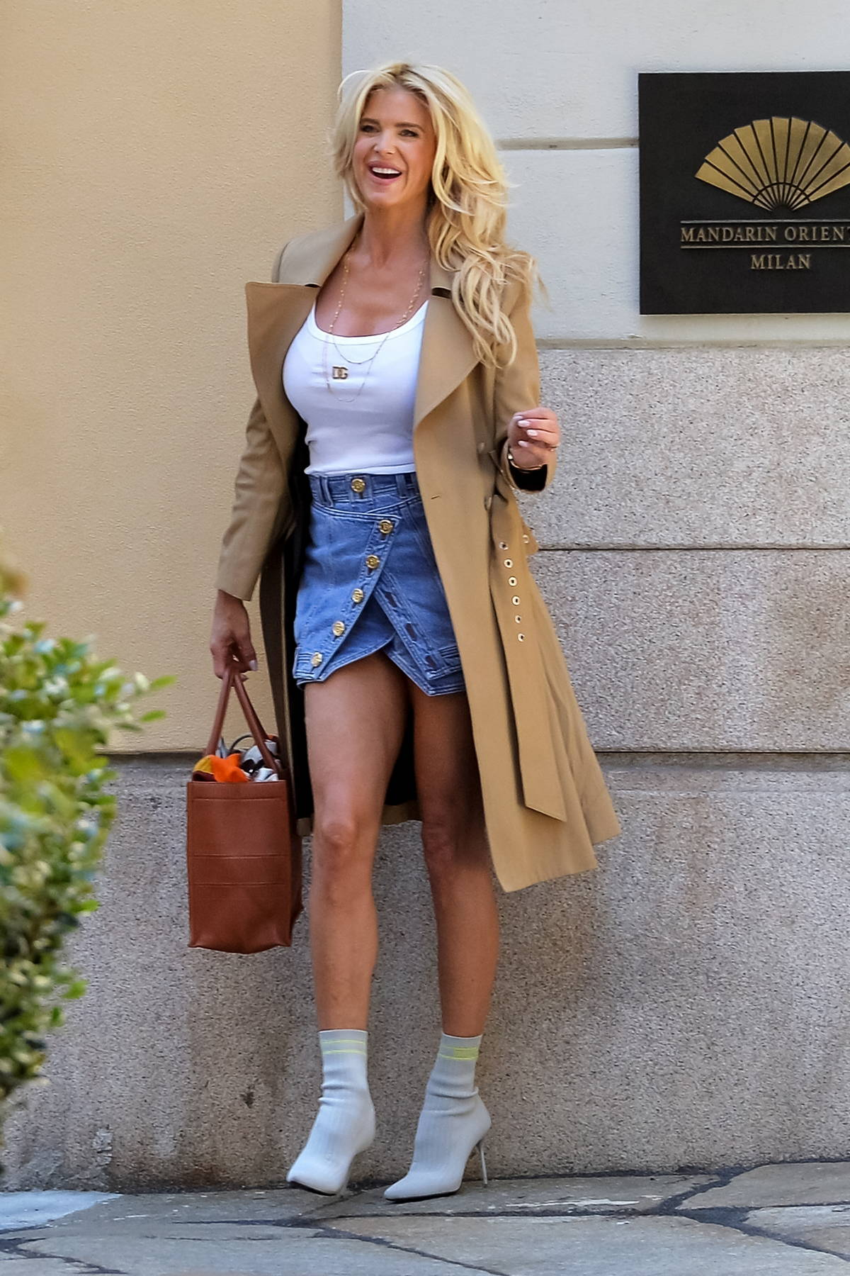 Victoria Silvstedt looks stylish while posing for photos in front of Mandarin Oriental Hotel in Milan, Italy