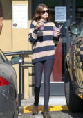 Kaia Gerber makes a stop for some healthy smoothies at Earth Bar in West Hollywood, California
